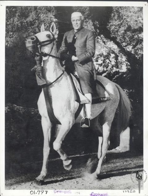 Jawaharlal_Nehru_on_horseback_in_Achkan_and_chooridar.jpg